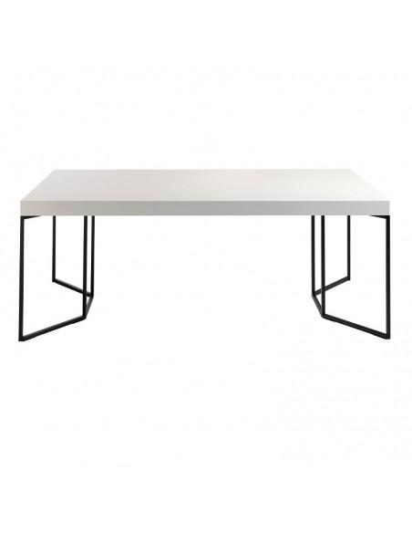 Mesa de diseño en blanco...